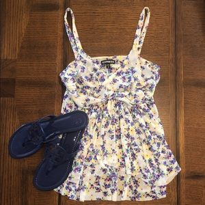 🌸EXPRESS Cute Floral Top🌺